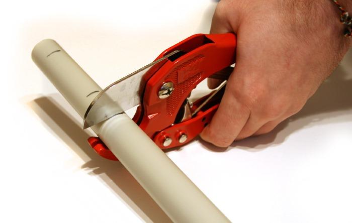 Как резать пластиковые трубы